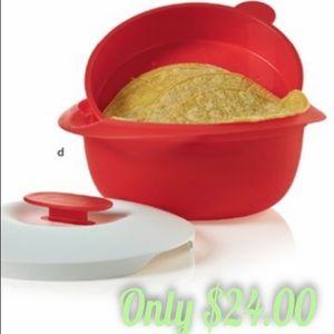 Tupperware tortilla warmer